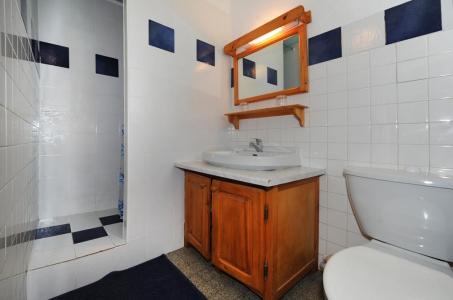 Location au ski Appartement 2 pièces coin montagne 4 personnes - Chalet Le Genepi - Les Menuires - Salle d'eau