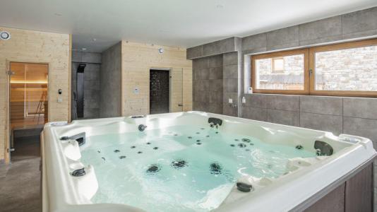 Rent in ski resort Chalet Matangie - Les Menuires - Jacuzzi