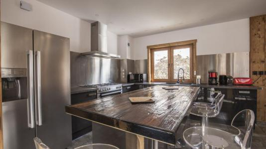 Rent in ski resort Chalet Matangie - Les Menuires - Table