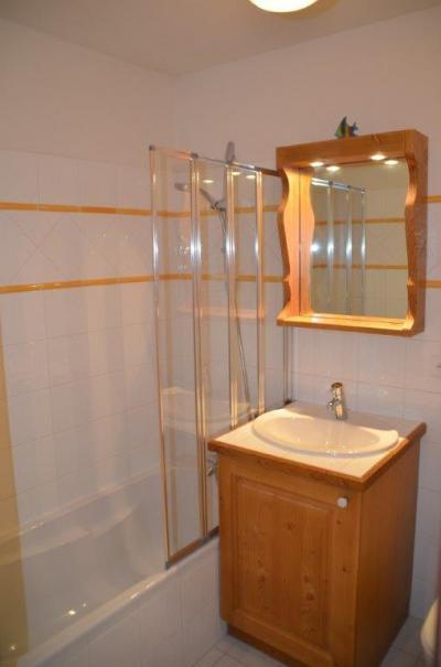 Location au ski Appartement 4 pièces 6 personnes (B4) - Chalets Du Doron - Les Menuires - Douche