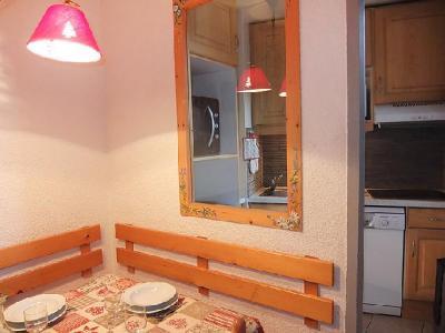 Rent in ski resort 2 room apartment 5 people (1) - Chanteneige la Croisette - Les Menuires - Table