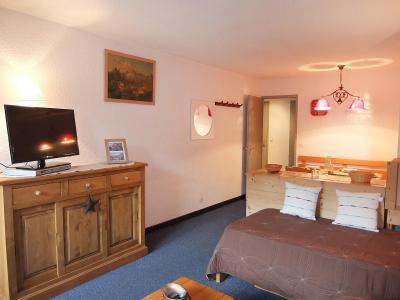 Rent in ski resort 2 room apartment 5 people (1) - Chanteneige la Croisette - Les Menuires - TV