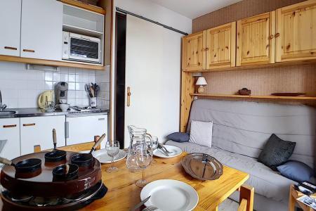 Rent in ski resort Studio cabin 3 people (622) - La Résidence Astragale - Les Menuires - Table