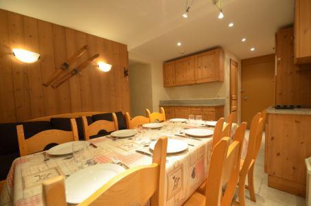 Location au ski Appartement 3 pièces 8 personnes (328) - La Résidence Chavière - Les Menuires - Table