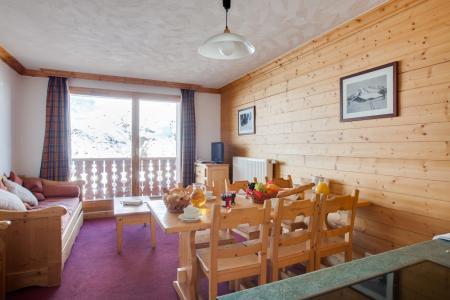 Location au ski Les Chalets de l'Adonis - Les Menuires - Table