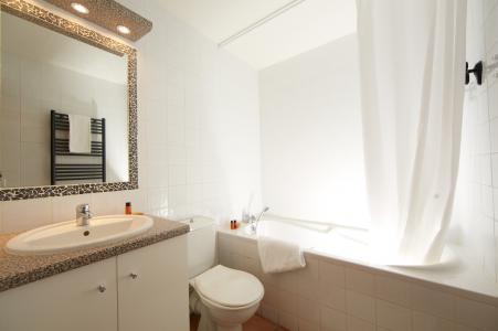 Rent in ski resort Les Chalets du Soleil - Les Menuires - Bathroom