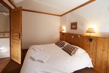 Rent in ski resort Les Chalets du Soleil - Les Menuires - Bedroom