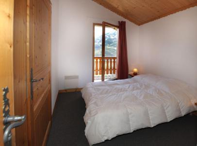 Location au ski Appartement 4 pièces cabine 10-12 personnes (402) - Les Cotes D'or Chalet Bossons - Les Menuires - Chambre mansardée