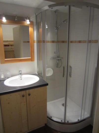 Location au ski Studio cabine 4 personnes (081) - Residence Carlines Ii - Les Menuires - Douche