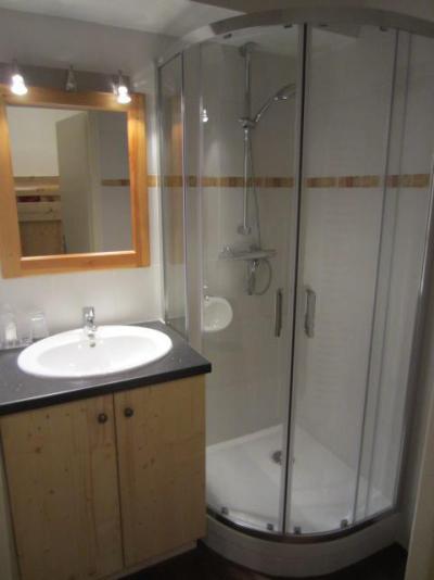 Location au ski Studio cabine 4 personnes (081) - Residence Carlines Ii - Les Menuires - Douche