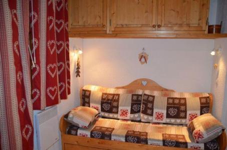 Location au ski Studio cabine 4 personnes - Residence Carlines - Les Menuires - Coin repas
