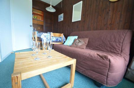 Location au ski Studio 4 personnes (24) - Résidence l'Armoise - Les Menuires - Banquette