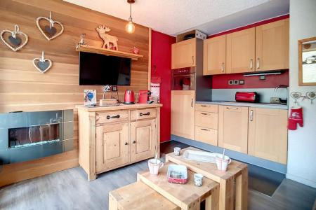 Rent in ski resort Studio sleeping corner 4 people (54) - Résidence la Biellaz - Les Menuires - Living room