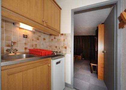 Rent in ski resort Studio 4 people (LC0111) - Résidence le Lac du Lou - Les Menuires - Dining area