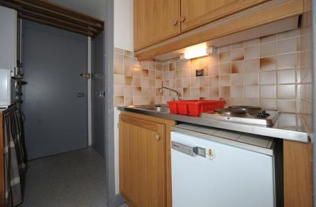 Rent in ski resort Studio 4 people (LC0111) - Résidence le Lac du Lou - Les Menuires - Kitchenette