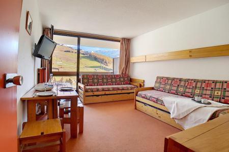 Rent in ski resort Studio 4 people (LC0508) - Résidence le Lac du Lou - Les Menuires - Bed-settee