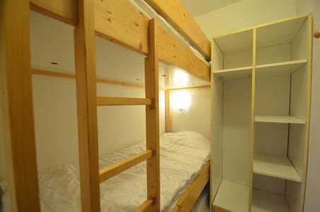 Location au ski Studio 2 cabines 4 personnes (205) - Résidence le Villaret - Les Menuires - Chambre