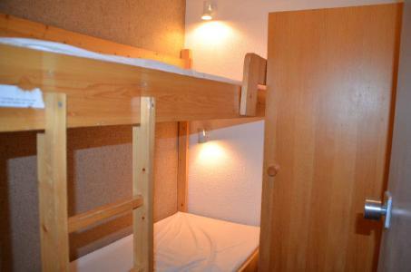 Location au ski Studio cabine 4 personnes (712) - Résidence le Villaret - Les Menuires - Chambre