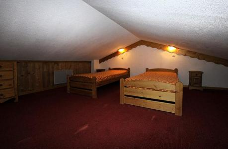 Location au ski Appartement 2 pièces cabine mezzanine 8 personnes (640) - Residence Les Balcons D'olympie - Les Menuires - Chambre mansardée