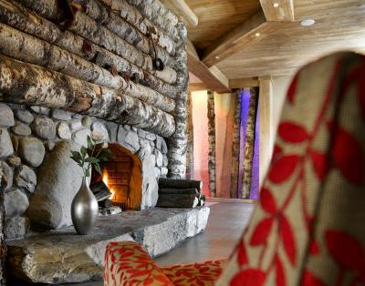 Alquiler al esquí Résidence les Clarines - Les Menuires - Chimenea