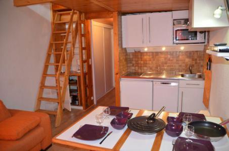 Location au ski Studio mezzanine 3 personnes (1304) - Residence Les Dorons - Les Menuires - Coin repas