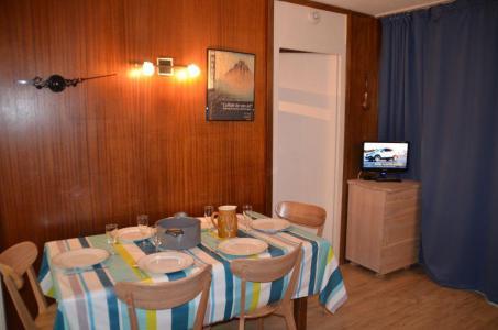 Location au ski Appartement 2 pièces 6 personnes (44) - Résidence Oisans - Les Menuires - Table