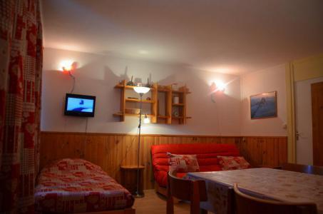 Location au ski Studio 4 personnes (32) - Residence Oisans - Les Menuires - Porte-fenêtre donnant sur balcon