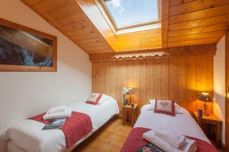 Rent in ski resort Résidence P&V Premium les Alpages de Reberty - Les Menuires - Bedroom under mansard