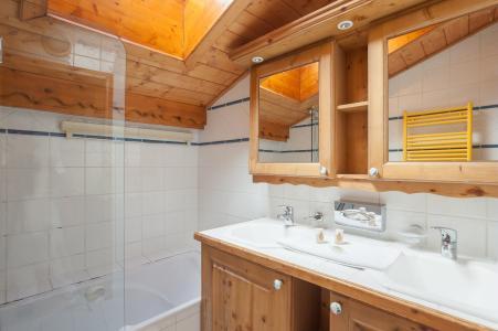 Alquiler al esquí Résidence P&V Premium les Alpages de Reberty - Les Menuires - Cuarto de baño
