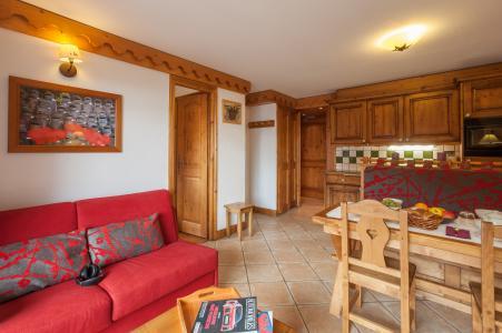 Rent in ski resort Résidence P&V Premium les Alpages de Reberty - Les Menuires - Living room