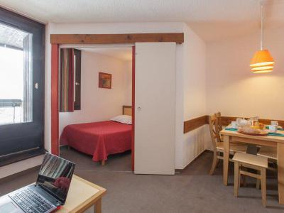 Rent in ski resort Résidence Pierre & Vacances les Combes - Les Menuires - Sleeping area