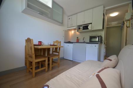 Location au ski Studio cabine 2 personnes (501) - Residence Sarvan - Les Menuires - Coin repas