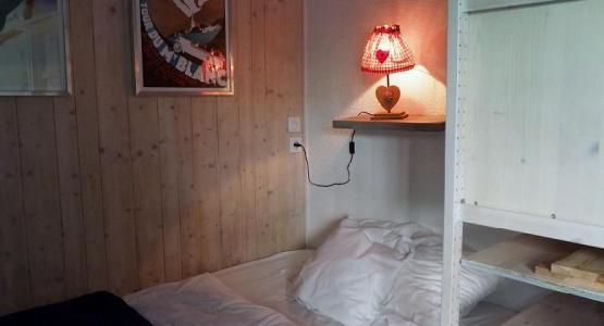 Location au ski Studio cabine 4 personnes (120) - Residence Villaret - Les Menuires - Canapé