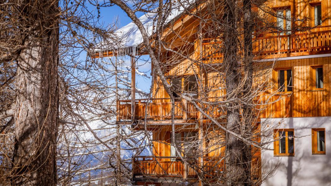 Location au ski L'Ecrin des Orres Confort - Les Orres - Extérieur hiver