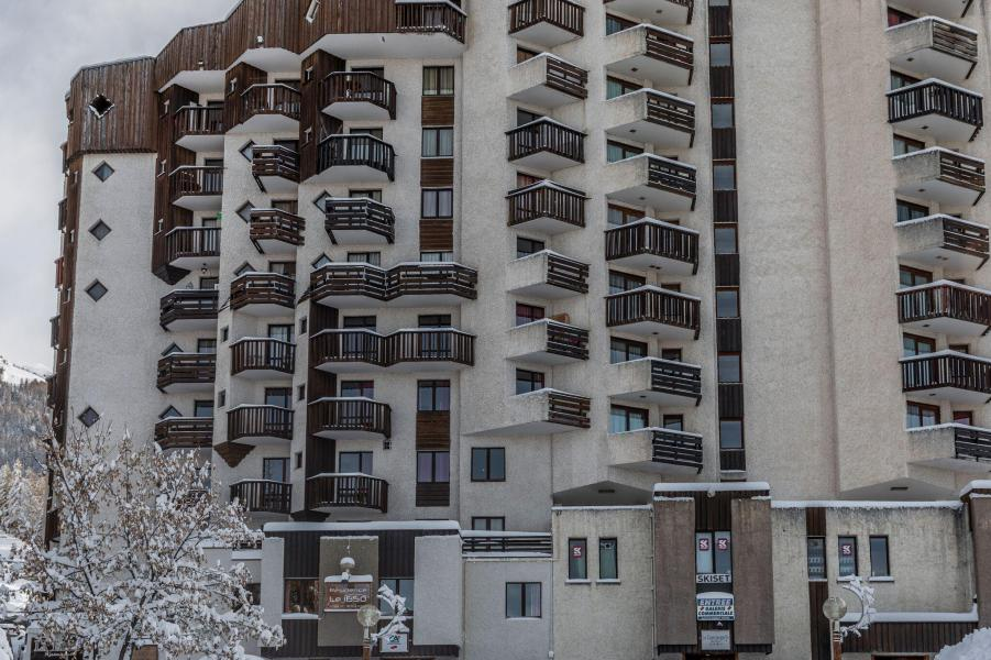 Vacances en montagne Résidence le 1650 - Les Orres - Extérieur hiver