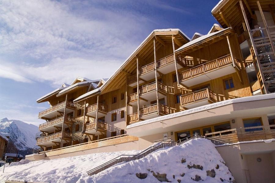 Vacances en montagne Résidence le Balcon des Airelles - Les Orres - Extérieur hiver