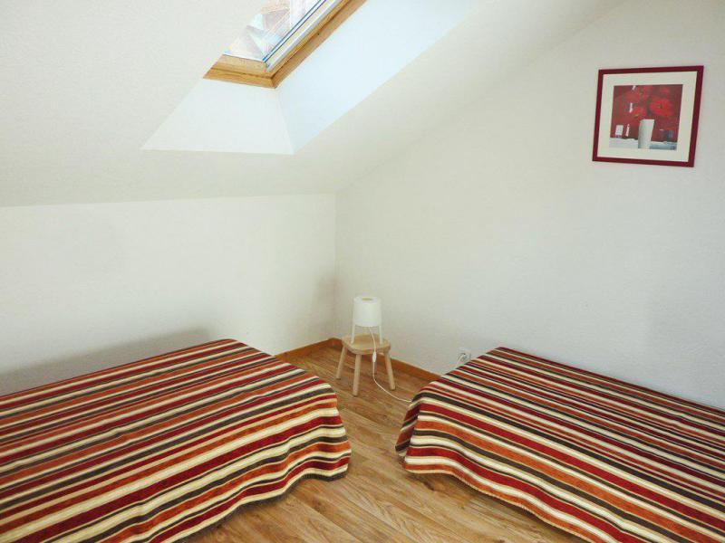 Location au ski Appartement duplex 3 pièces 6 personnes (807) - Résidence les Chalets de Bois Méan - Les Orres - Chambre mansardée