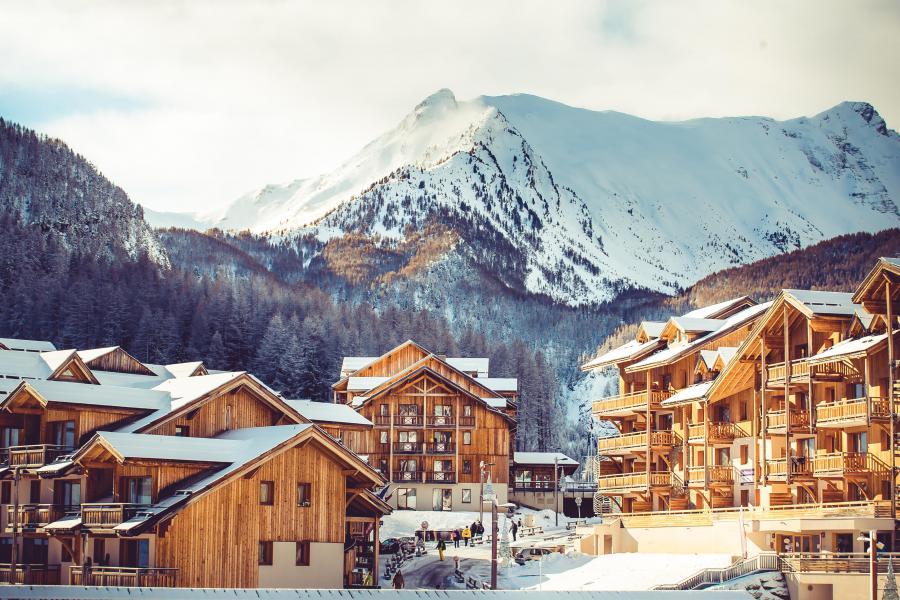 Vacances en montagne Résidence les Hauts de Préclaux - Les Orres - Extérieur hiver