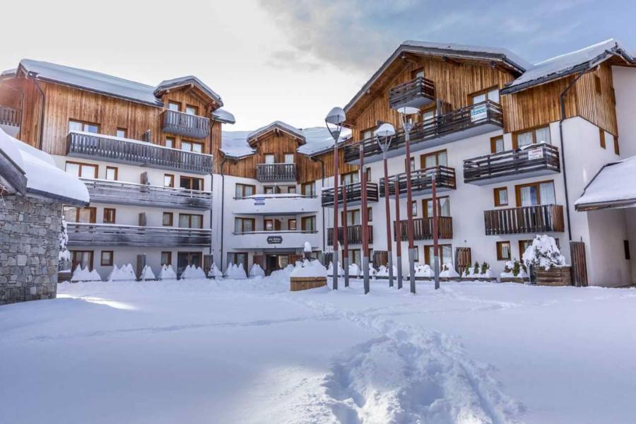 Vacances en montagne Résidence les Mélèzes d'Or - Les Orres - Extérieur hiver