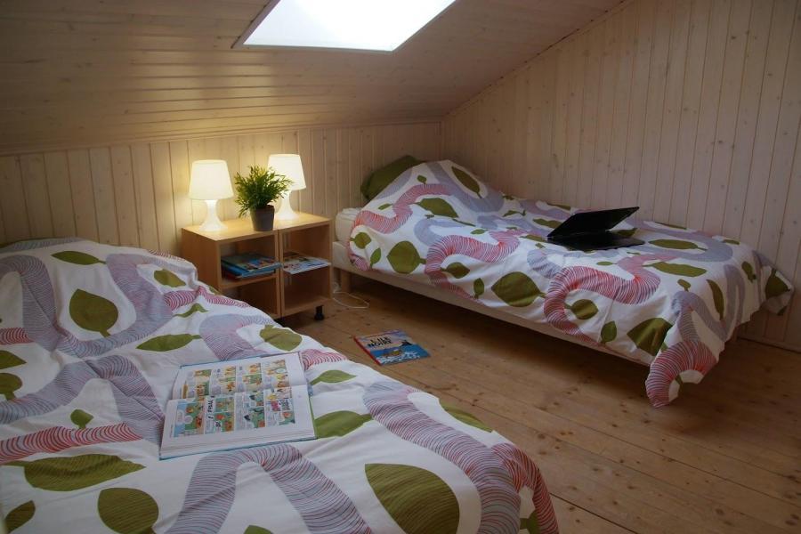 Rent in ski resort Résidence Sunêlia les Logis d'Orres - Les Orres - Bedroom under mansard