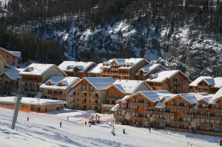 Location au ski Les Chalets de Bois Méan - Les Orres - Extérieur hiver