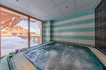Rent in ski resort Résidence les Balcons de Bois Méan - Les Orres - Jacuzzi