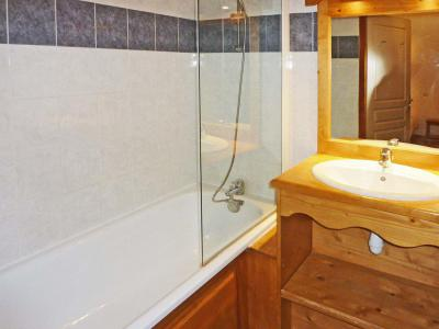Rent in ski resort 2 room apartment sleeping corner 6 people (811) - Résidence les Eglantines - Les Orres - Bath-tub