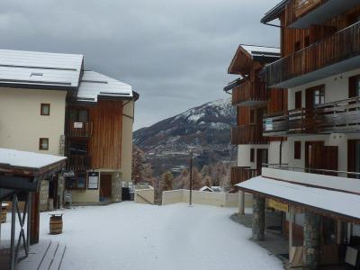 Rent in ski resort 2 room apartment 6 people (813) - Résidence les Eglantines - Les Orres - Winter outside