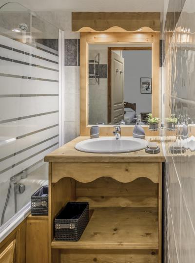 Rent in ski resort Résidence les Hauts de Préclaux - Les Orres - Wash-hand basin