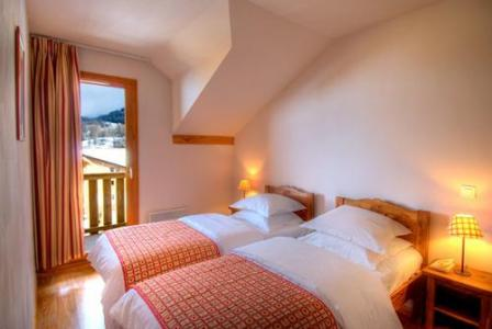 Rent in ski resort Residences La Foret D'or - Les Orres - Bedroom under mansard