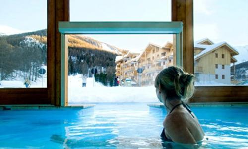 Rent in ski resort Residences La Foret D'or - Les Orres - Swimming pool