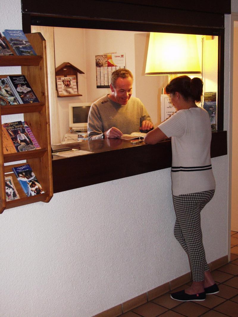 Rent in ski resort Résidence les Clarines - Les Rousses - Reception