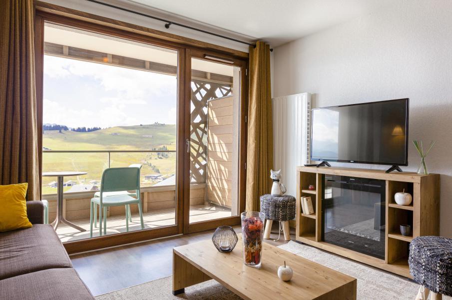 Alquiler al esquí Résidence Club MMV Les Chalets des Cîmes - Les Saisies - Puerta/ventana con salida al balcón