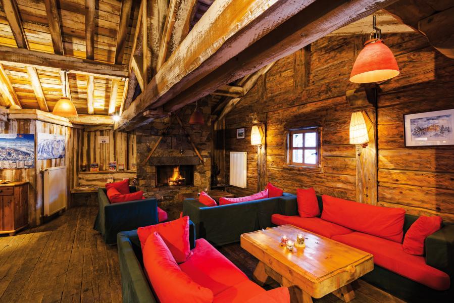 Location au ski Résidence Lagrange le Village des Lapons - Les Saisies - Cheminée